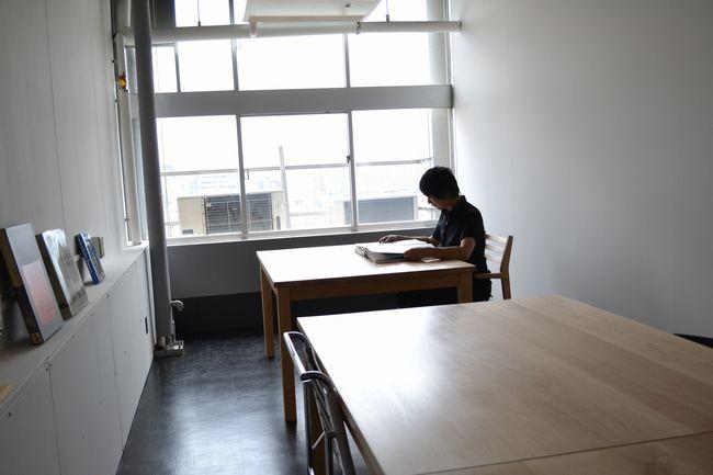 研究室の机と椅子