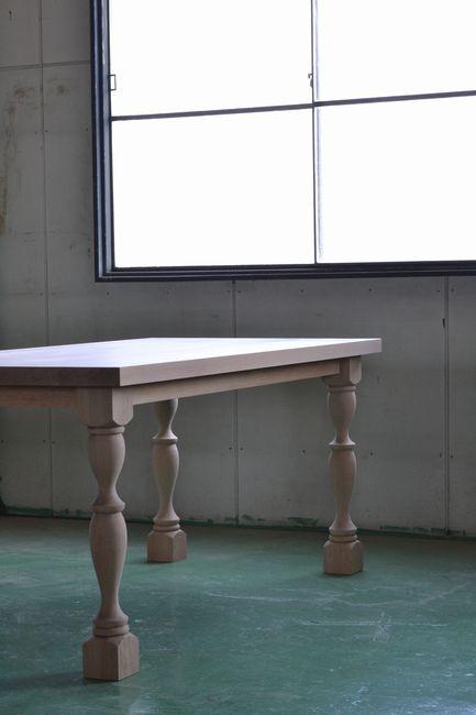 オークの挽き脚テーブル