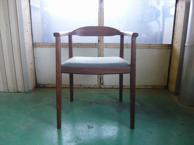ウォールナット肘掛椅子