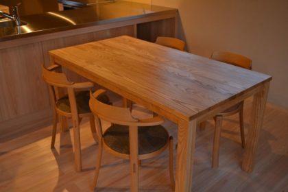 シンプルダイニングテーブル