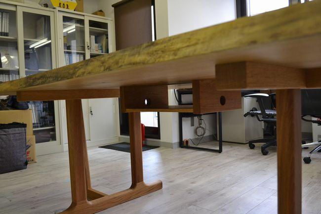 テーブル下配線ボックス