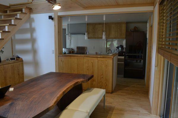 キッチンカウンター前食器収納棚